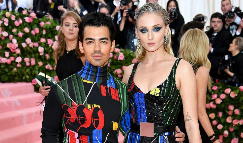 Sophie Turner și Joe Jonas s-au căsătorit în Paris, într-un cadru emoționant