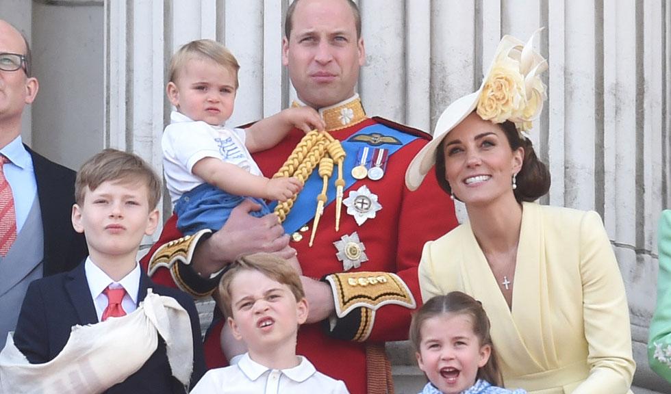Prințul Louis, Prințul George și Prințesa Charlotte, în centrul atenției la un meci de polo alături de familia regală