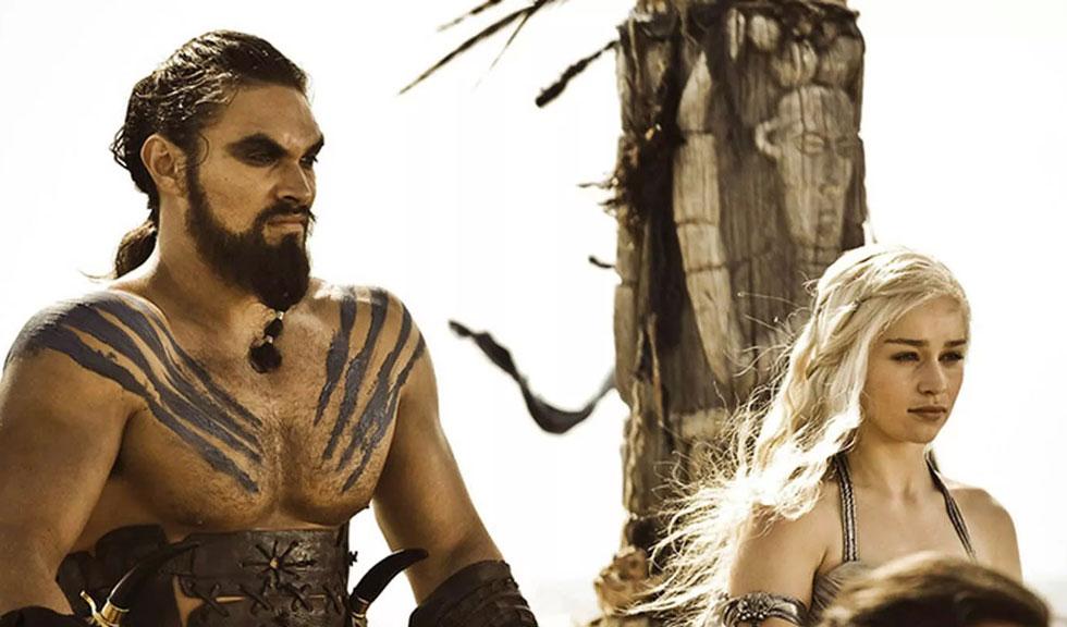 Imaginea cu Emilia Clarke și Jason Momoa care îi va emoționa pe fanii Game of Thrones