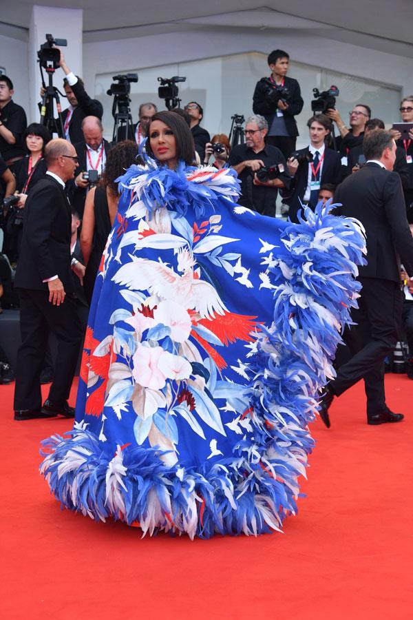 Festivalul de Film de la Veneția 2019: cele mai spectaculoase apariții pe covorul roșu la ceremonia de deschidere