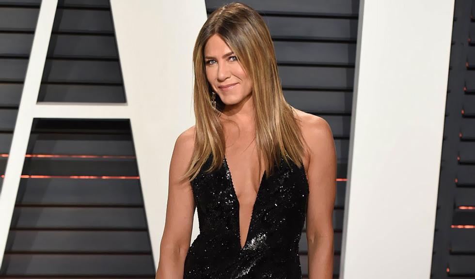 Jennifer Aniston este pregătită să aibă o nouă relație, însă menține legătura cu Brad Pitt