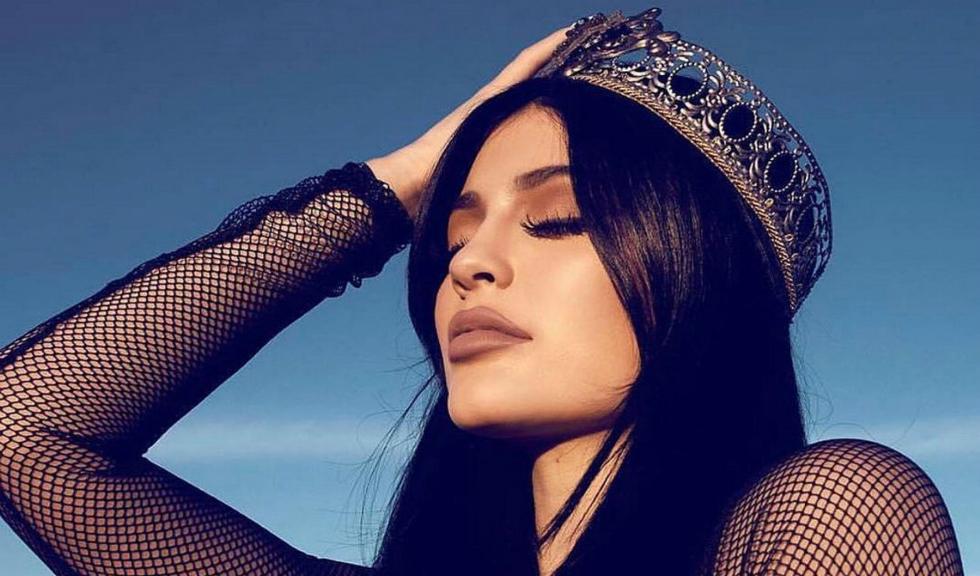 Kylie Jenner le arată fanilor cât de spectaculoasă e garderoba sa