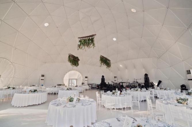(P) Ballroom-ul din București care transformă realitatea în cel mai romantic film cu happy-end