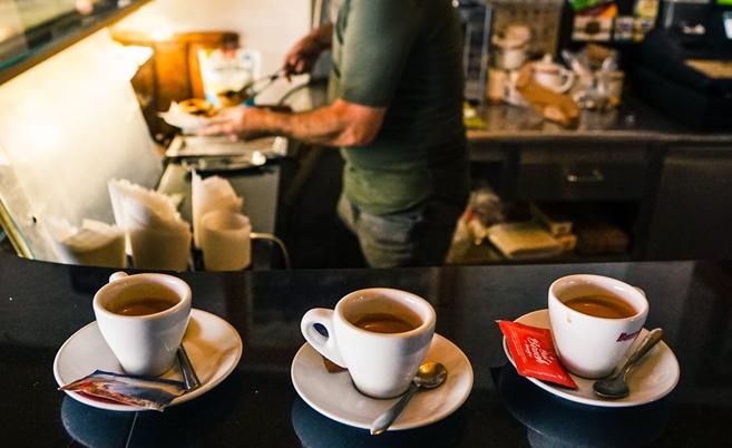 (P) Monodoze de cafea vs capsule de cafea. Prin ce se deosebesc cele două tipuri?