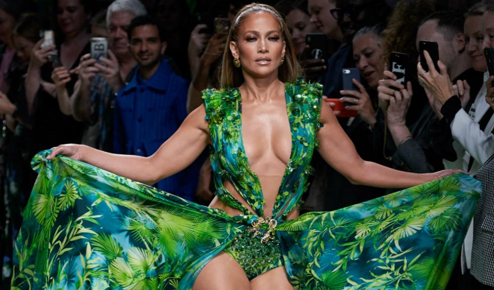 Stilistul lui Jennifer Lopez nu ar fi vrut să poarte la premiile Grammy celebra rochie Versace