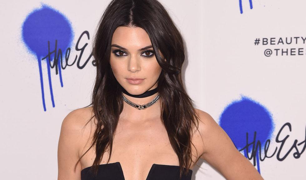 Kendall Jenner și-a schimbat culoarea părului, iar noul look i se potrivește de minune