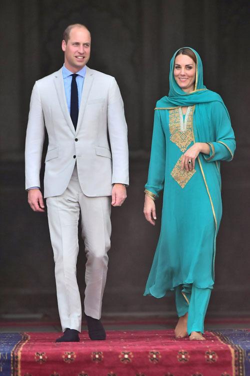 Cele mai stylish ținute purtate de Kate Middleton în turneul regal din Pakistan
