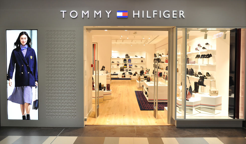 (P) Primul magazinul TOMMY HILFIGER de încălțăminte și accesorii din România