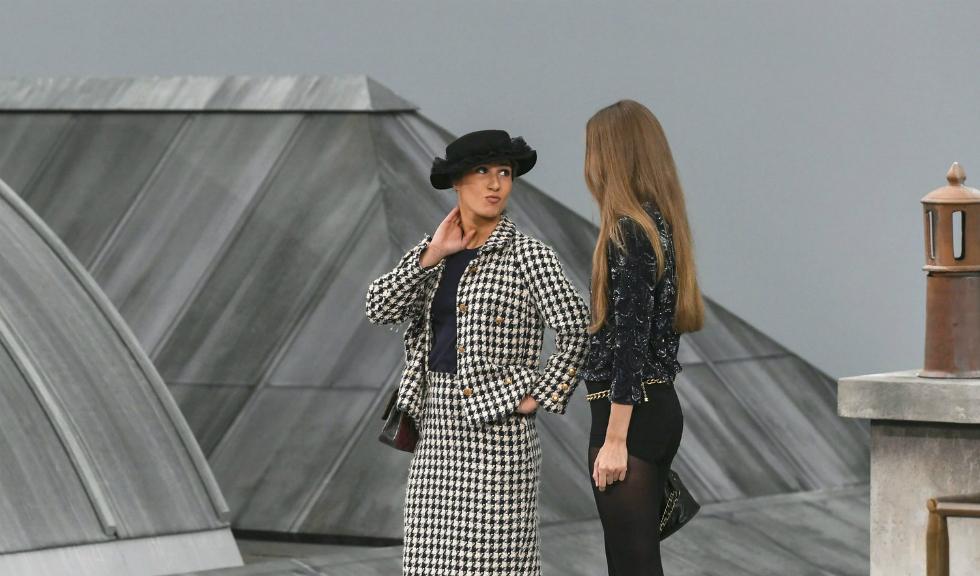 Cine este persoana dată afară de Gigi Hadid după ce a întrerupt prezentarea de modă Chanel