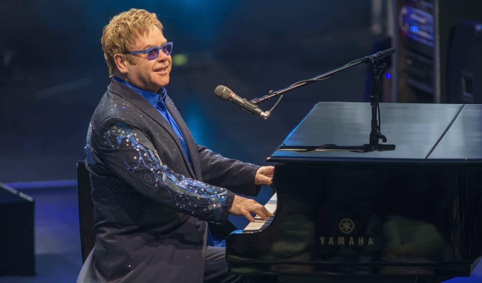 Elton John a dezvăluit că s-a luptat cu cancerul de prostată