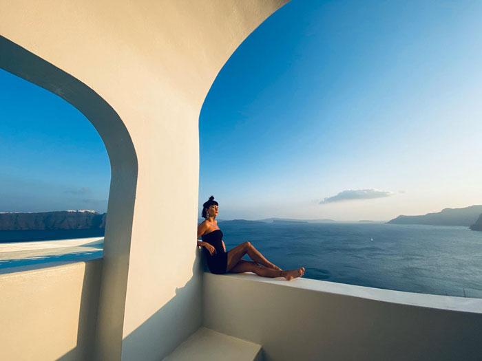 INNA, imagini și declarații în exclusivitate din vacanța în Santorini