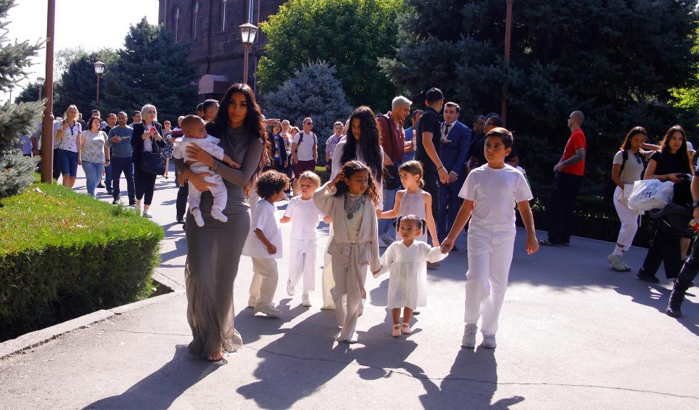 Kim Kardashian i-a botezat pe Saint, Chicago și Psalm în Armenia