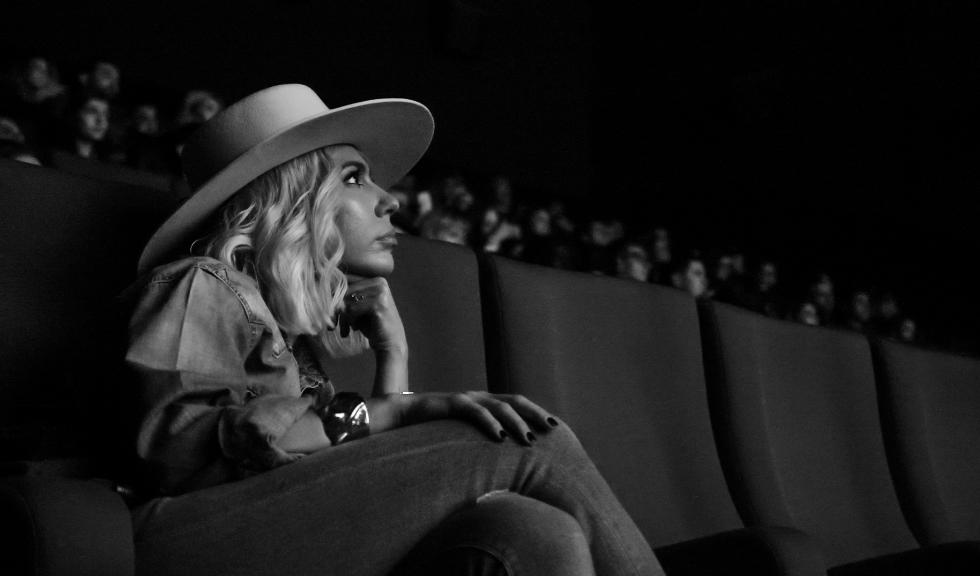 """Sore, declarații exclusive despre debutul său ca regizoare, pentru videoclipul """"Cum să mă las"""""""