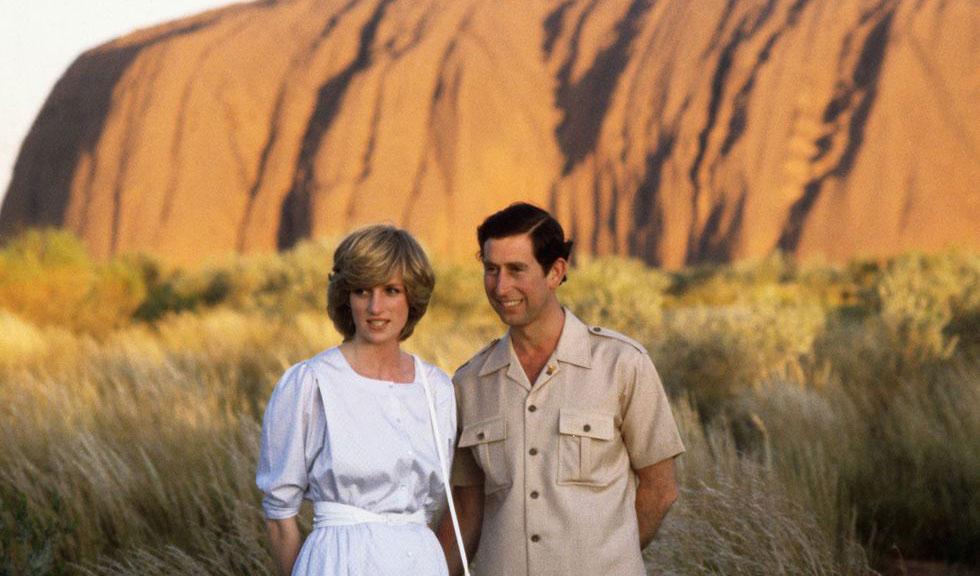 """O imagine din serialul """"The Crown"""" îi întruchipează perfect pe Prințul Charles și Prințesa Diana"""