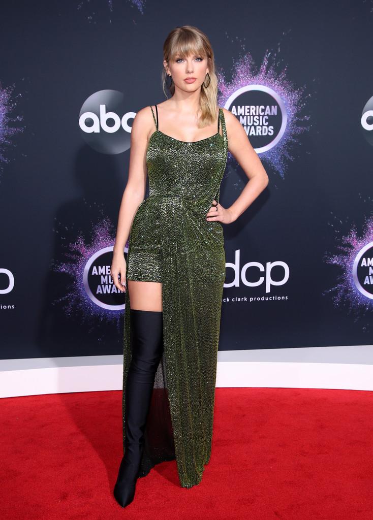Vedete pe covorul roșu la American Music Awards 2019 (GALERIE FOTO)