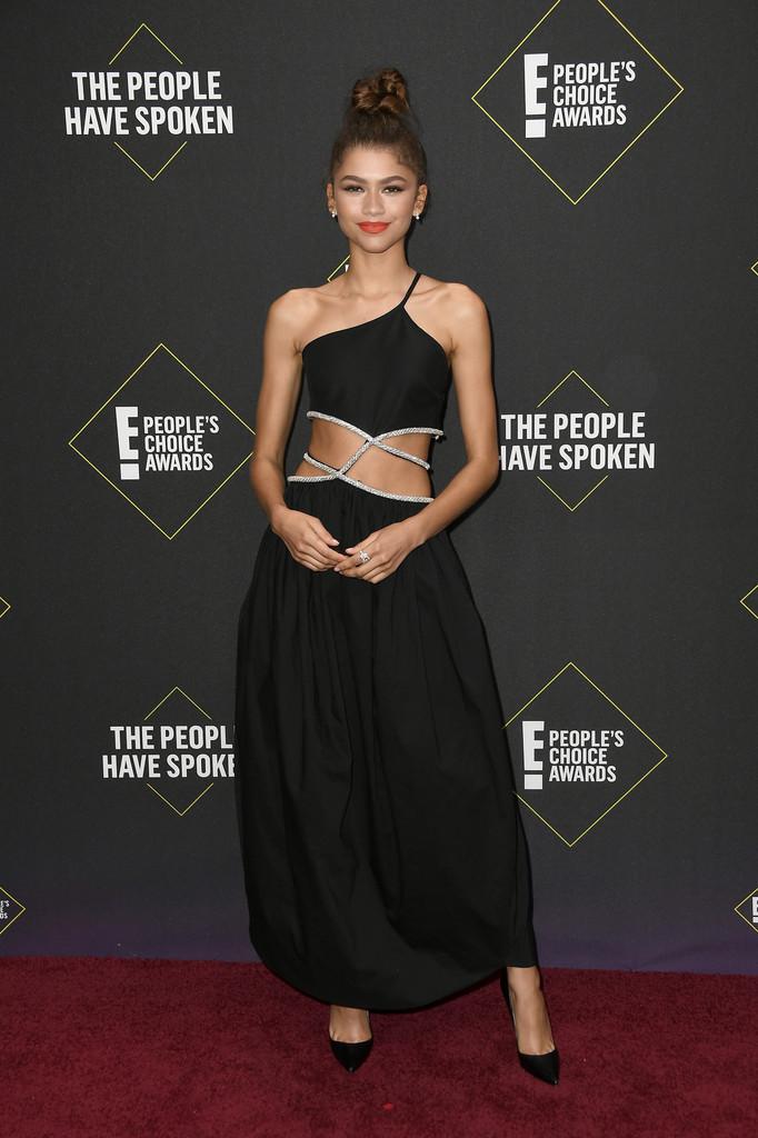 Cele mai sexy ținute la E! People's Choice Awards 2019