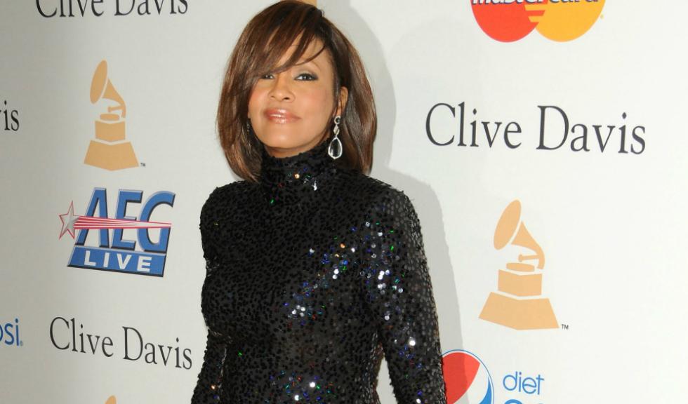 Dezvăluiri: Whitney Houston a avut o relație amoroasă cu cea mai bună prietenă a ei, Robyn Crawford