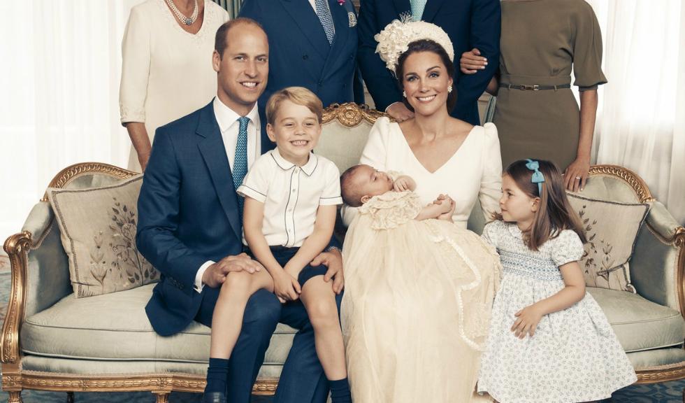 Ducele și Ducesa de Cambridge, imagine adorabilă alături de cei trei copii pentru felicitarea de Crăciun