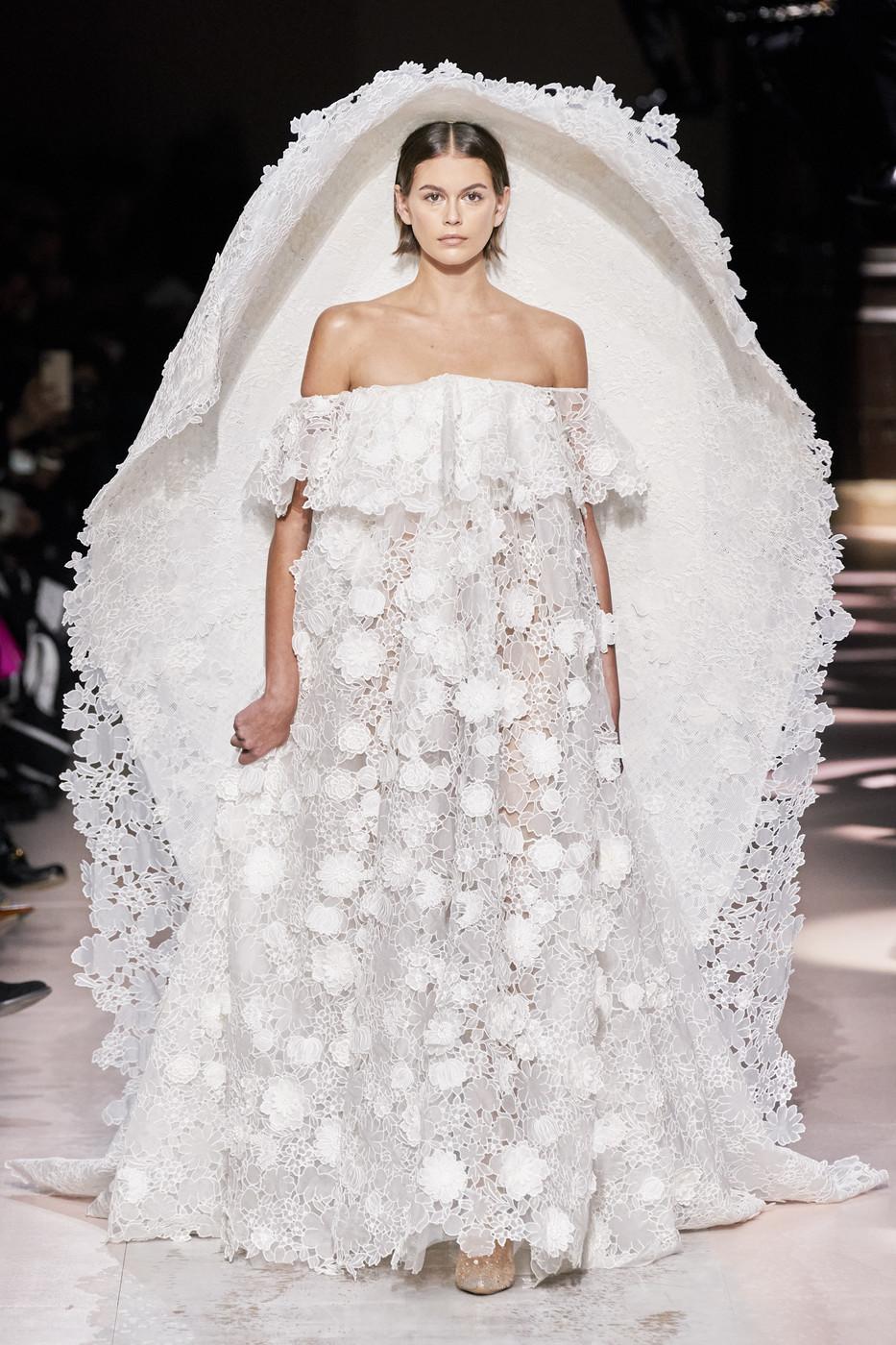 Cele mai spectaculoase ținute de la Săptămâna Modei Haute Couture Spring 2020