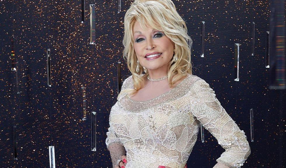 La 74 de ani, Dolly Parton a lansat o provocare pe internet și totul a devenit viral