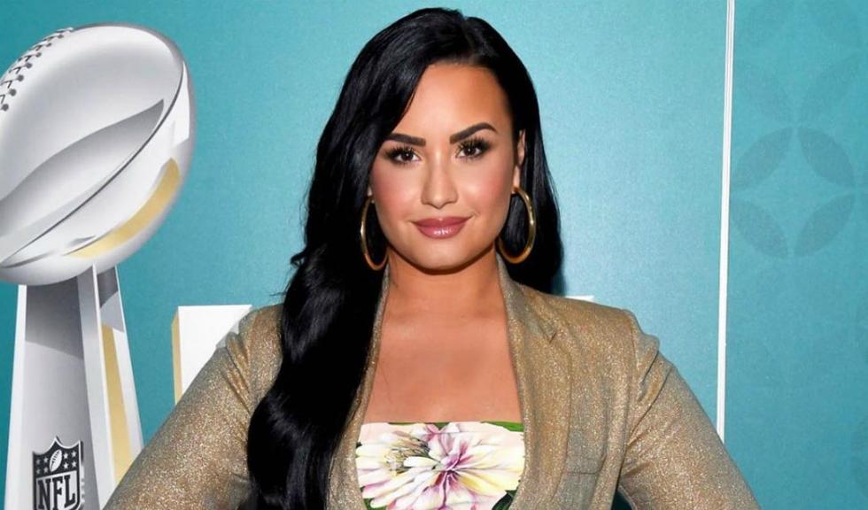 Demi Lovato a publicat un selfie nemachiată, iar fanii i-au lăudat gestul