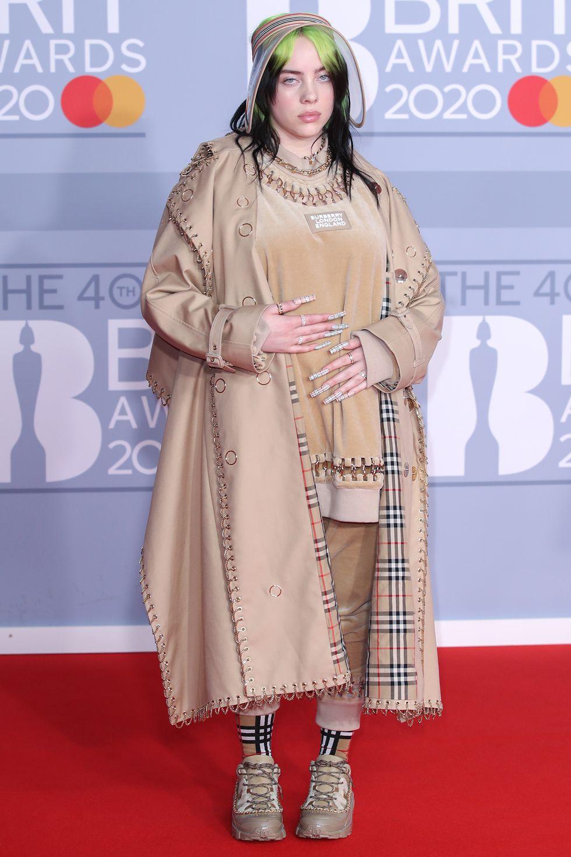 Vedete și cele mai sylish & cool ținute de pe covorul roșu la BRIT Awards 2020
