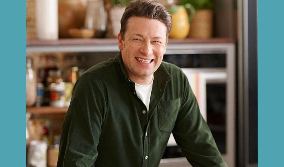 Jamie Oliver te învață cum să faci singură pâinea, folosind doar trei ingrediente