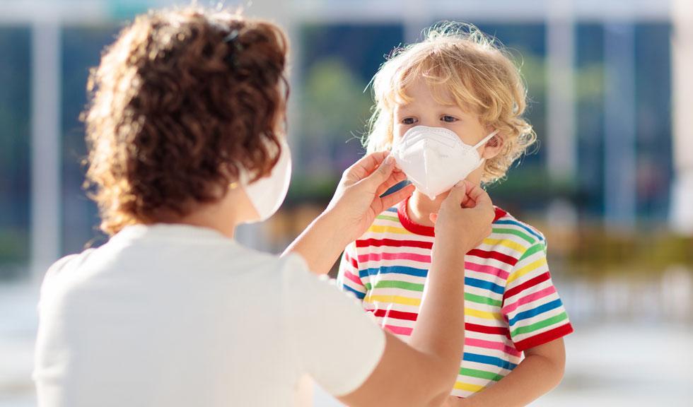 De ce e important să porți mască, chiar și improvizată?