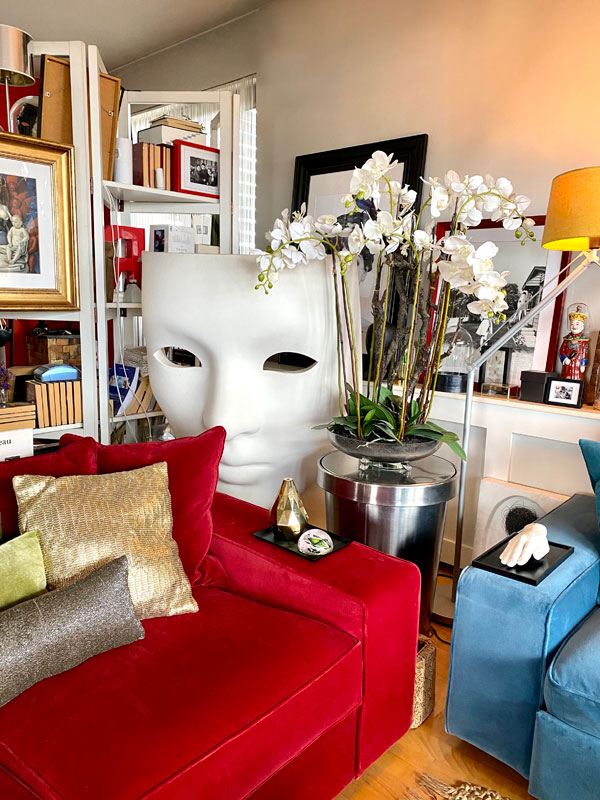 #ELLEacasă: un tur în imagini prin casa lui Alexandru Abagiu, make-up artist