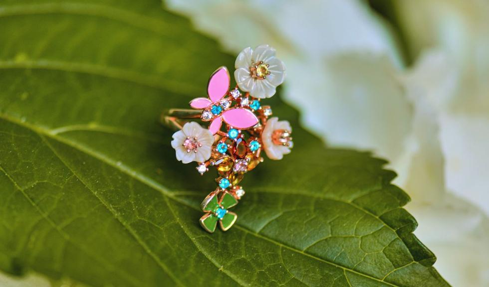 (P) Vine vara! Modele de bijuterii colorate pe care trebuie să le porți