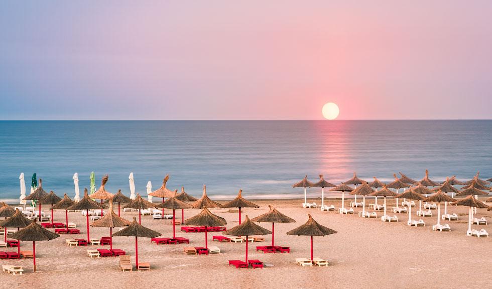 De la 1 iunie se deschid plajele. Ce condiții TREBUIE respectate