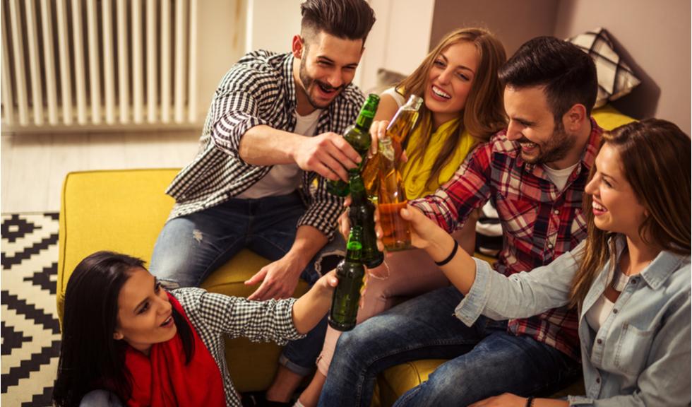Șocant: oamenii organizează petreceri Covid-19 pentru a se infecta voluntar