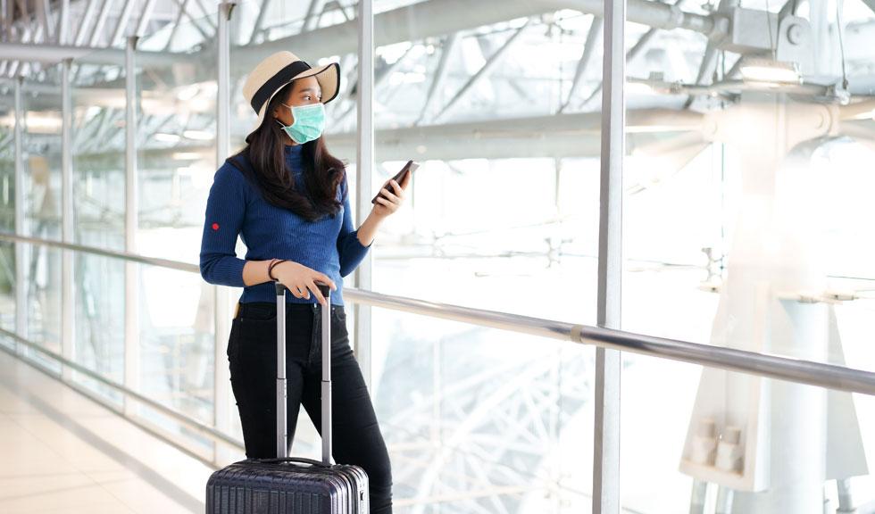 Cum este mai sigur să călătorim în timp de pandemie? Cu avionul sau cu mașina? Ce spun experții