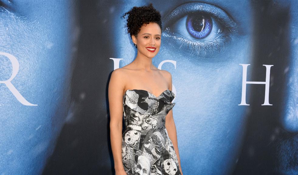 Nathalie Emmanuel spune că Emilia Clarke a apărat-o de comentariile sexiste de pe platourile de filmare de la Game of Thrones