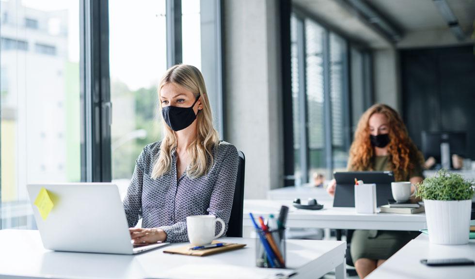 6 lucruri pe care să NU le (mai) faci la birou în timpul pandemiei de Coronavirus