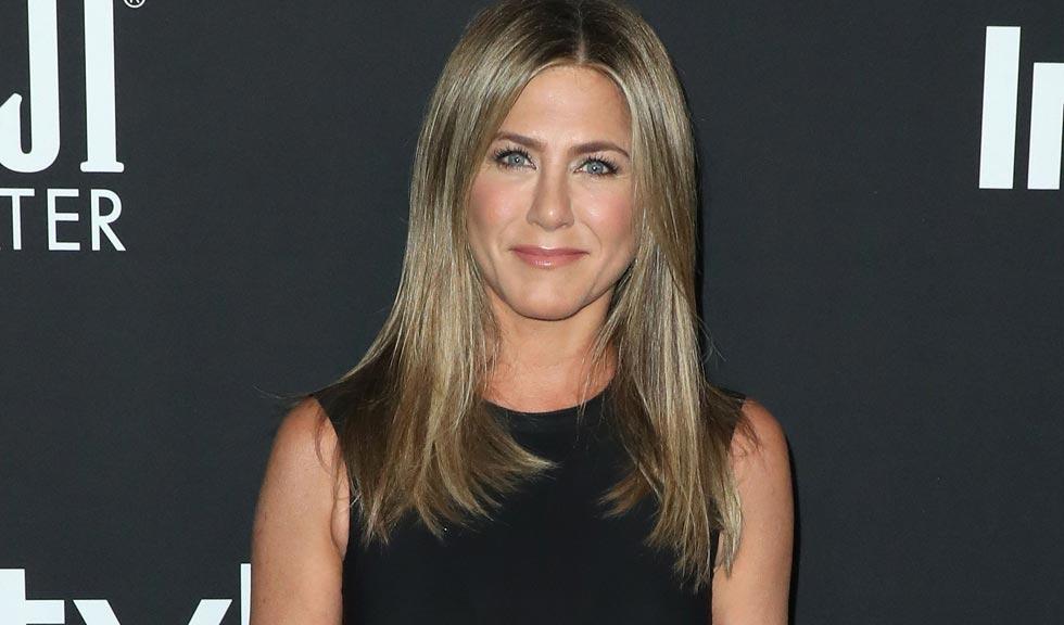 Jennifer Aniston își îndeamnă fanii să poarte măști de protecție pentru a fi în siguranță