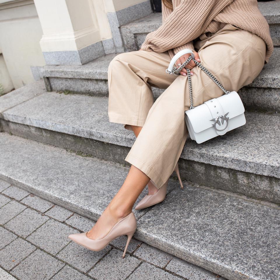 (P) MUST HAVE: pantofi si genți pe care trebuie să le ai in luna august