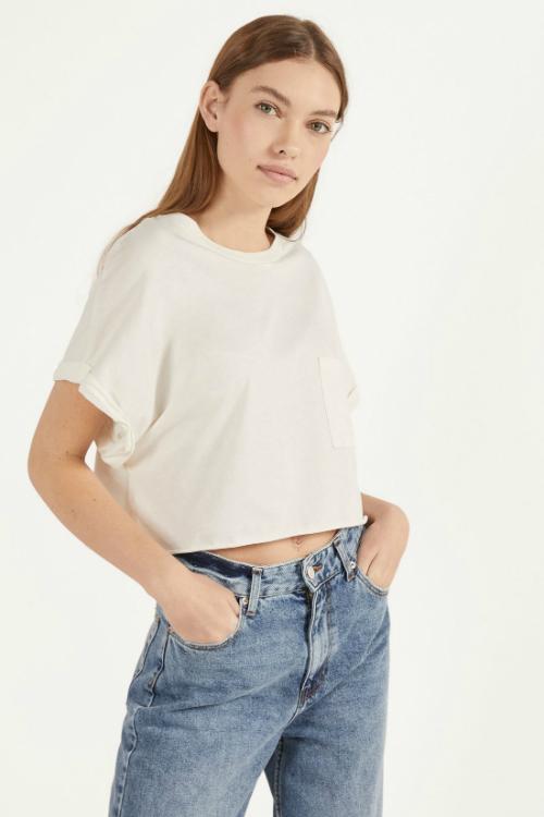 Importanța tricoulul alb în garderoba ta