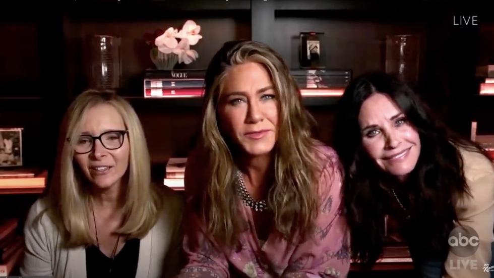 O reuniune Friends a avut loc în seara premiilor Emmy, și a fost pe cât de amuzantă speram