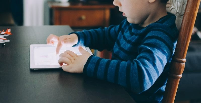 (P) Cât de importantă este tehnologia pentru dezvoltarea emoţională a copilului