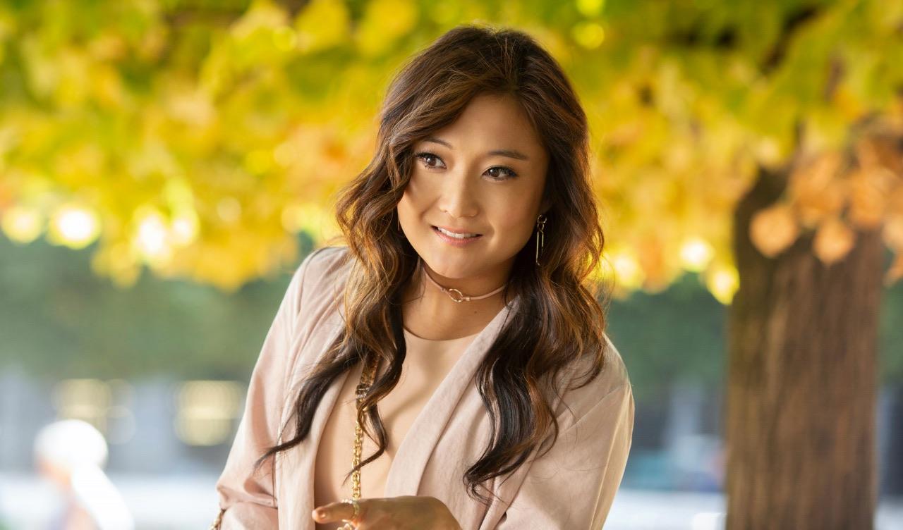 """Actrița din """"Emily in Paris"""" Ashley Park a vorbit deschis despre cum este să fii diagnosticată cu cancer la 15 ani"""