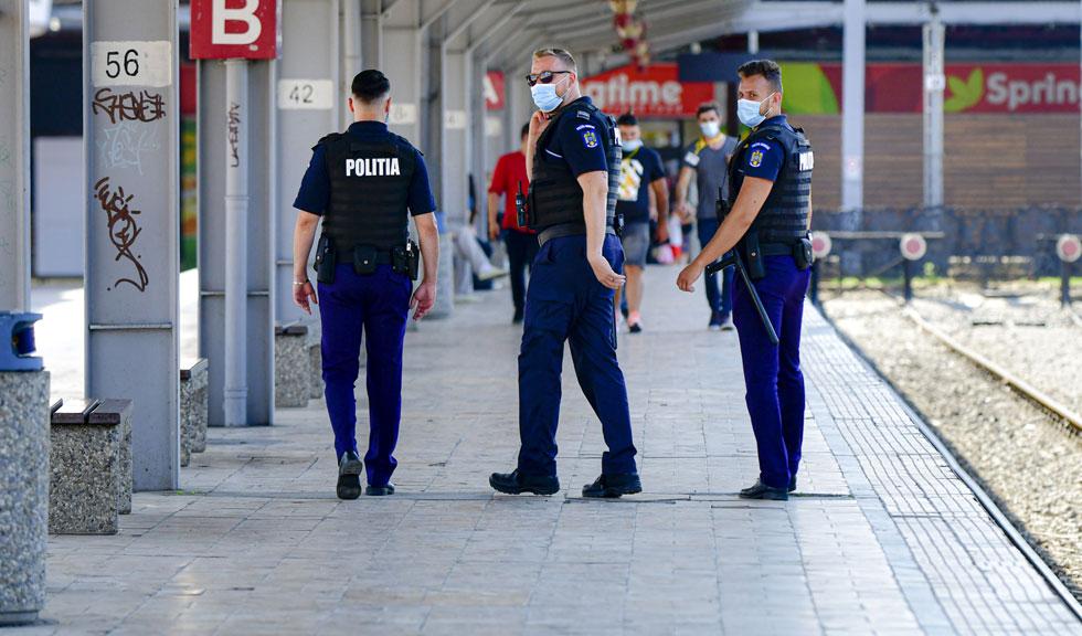 Polițiști în civil i-ar putea amenda pe cei care nu respectă regulile impuse de autorități