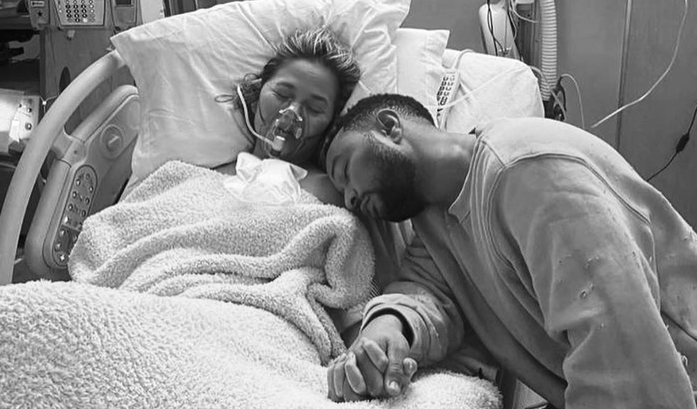 Chrissy Teigen a suferit o pierdere de sarcină