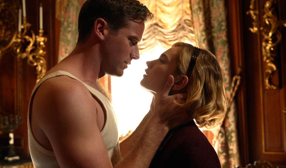 Lily James ar fi flirtat cu Armie Hammer, partenerul ei din filmul Rebecca, pe vremea când acesta era însurat