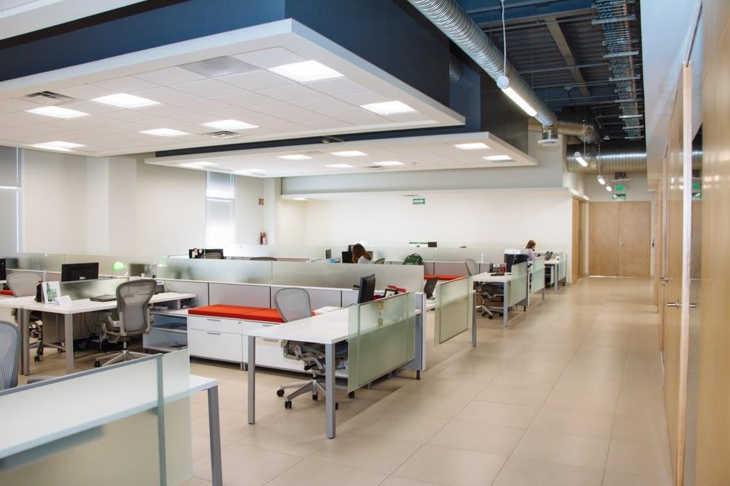 (P) Amenajarea unui spațiu de birouri: Sfaturi practice și tendințe în design