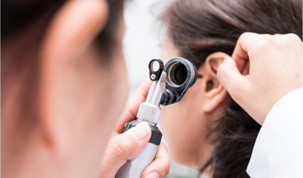 Problemele auditive, un simptom mai puțin comun al infectării cu coronavirus