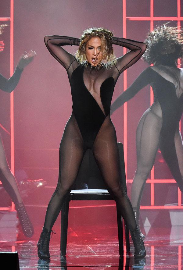 Cele mai sexy ținute la decernarea American Music Awards 2020 (GALERIE FOTO)