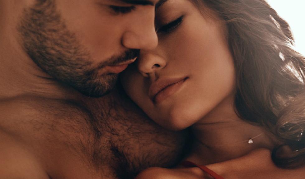 6 semne că ești într-o relație cu un bărbat matur, care știe să iubească cu adevărat