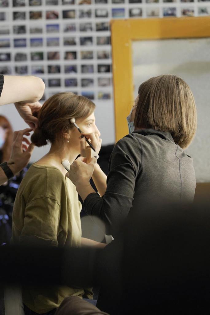 (P) Behind the scenes Girls, girls, girls