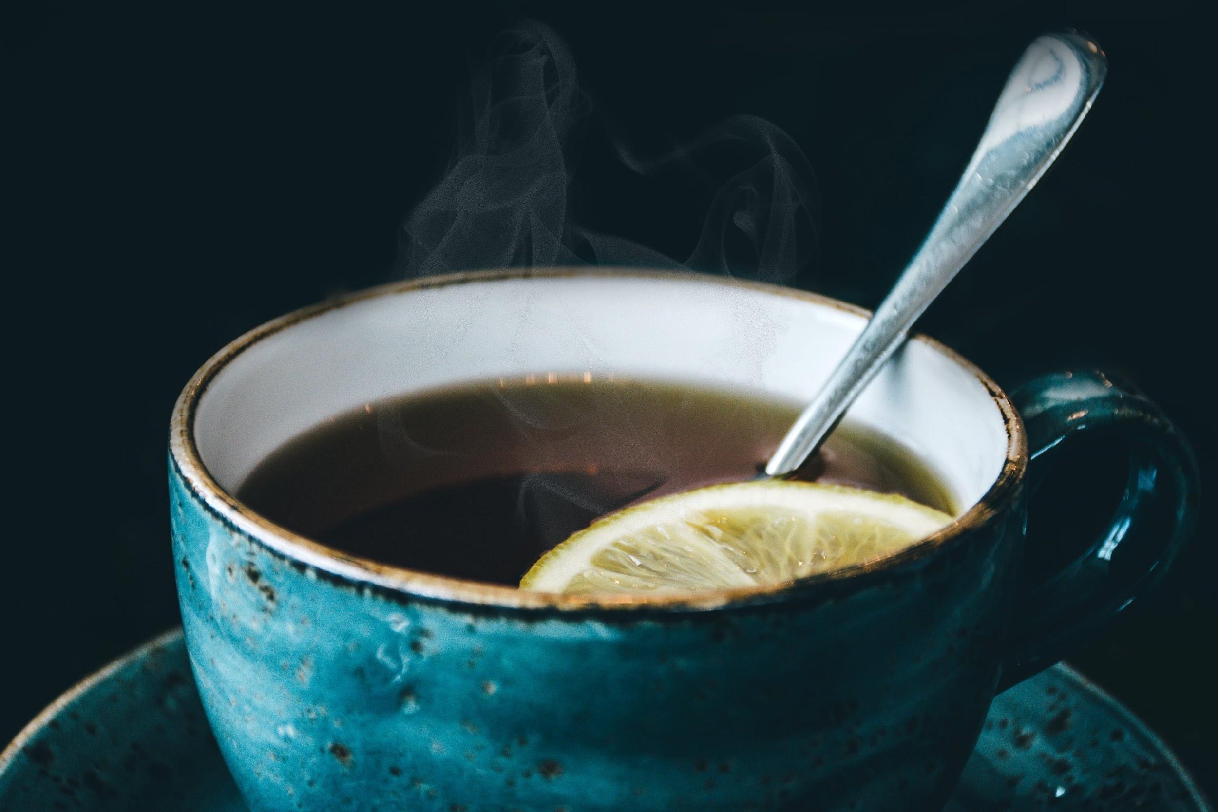(P) Aromă de ceai și de cărți. 5 cărți în engleză pe care să le citești iarna asta
